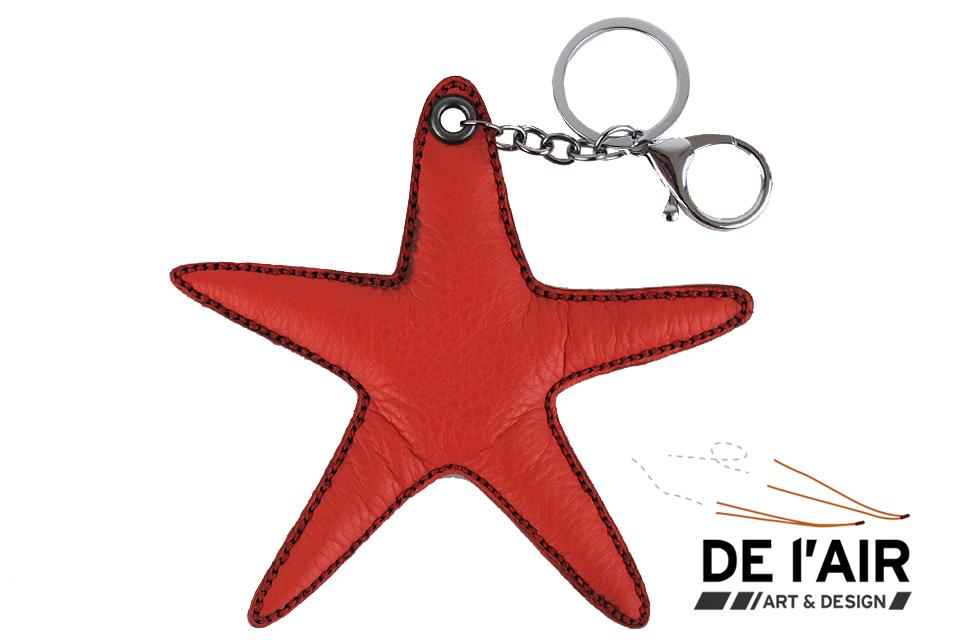 Porte-clefs en cuir rouge avec la forme d'une étoile de mer
