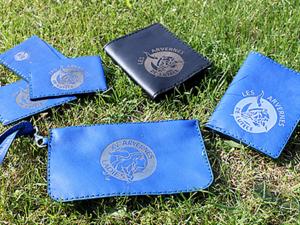 Ensemble de pochettes, portes-cartes et porte-feuilles en cuir personnalisé