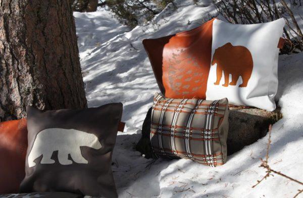 Ensemble de coussins en cuir gravés et tissés dans la neige